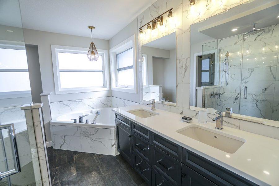 Czy wykonanie łazienki w marmurze jest zbyt kosztowne?